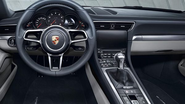 Interior of the 2017 Porsche 911